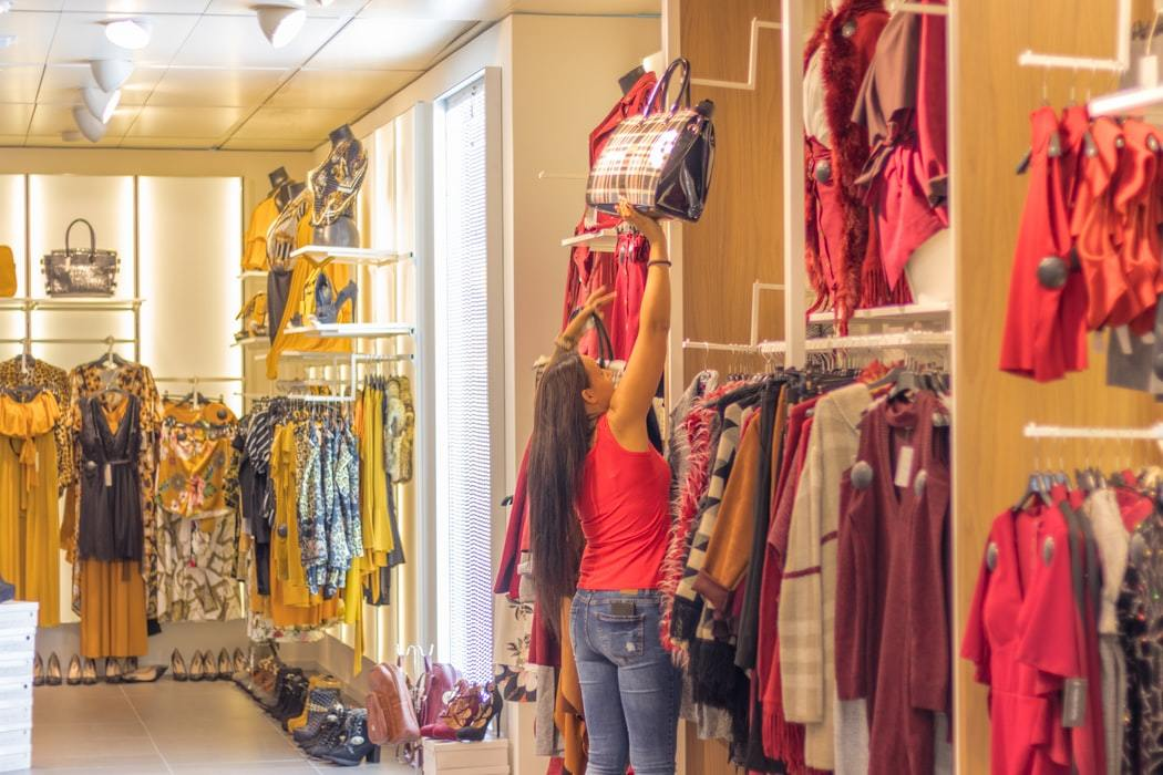 Shop Assistant Ji Gallery 2