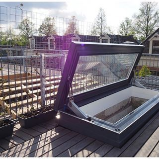 Company Image (Glazing Vision: Rooflight open)