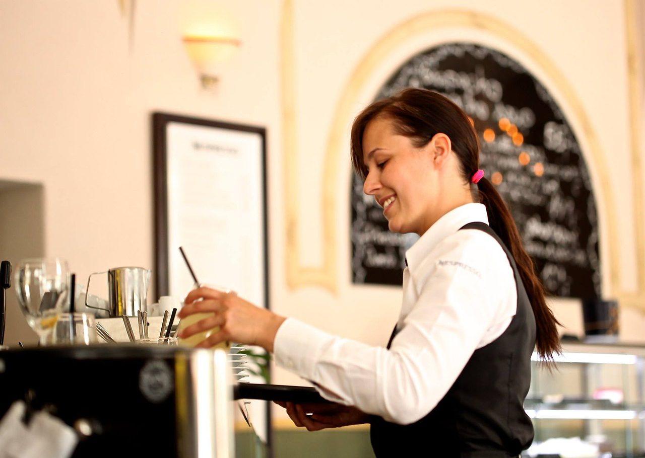 Waiterwaitress